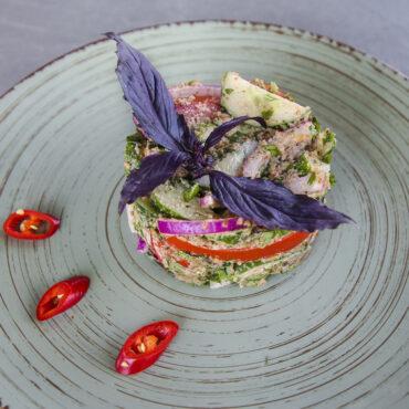 Салат из свежих овощей по-грузински