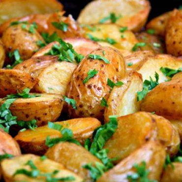 Запеченный картофель с чесноком и укропом